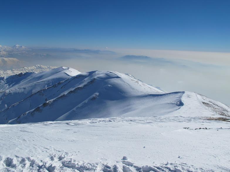 The ridge leading to Tochal Summit