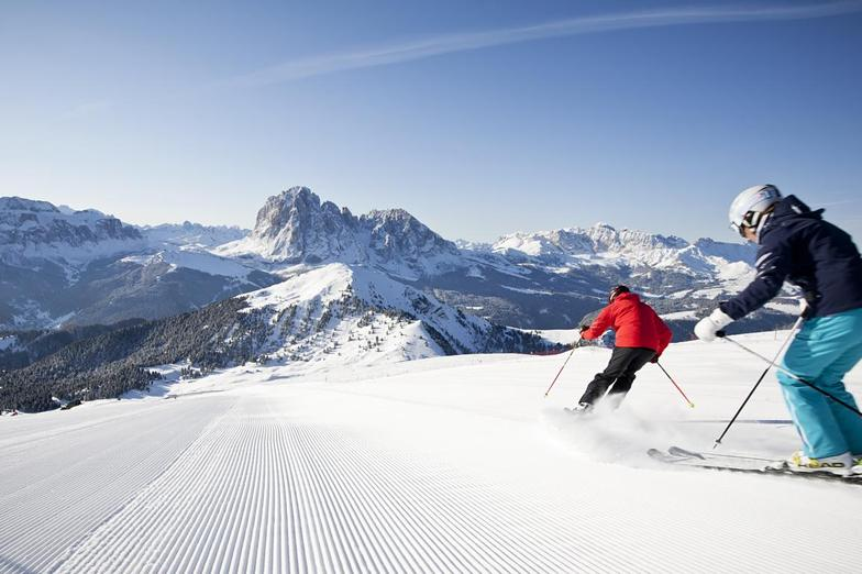 500 km  of endless ski fun on the mountains of the Dolomites, Santa Cristina
