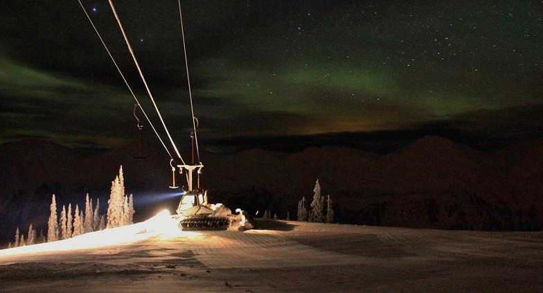 Northern Lights at work, Powder King