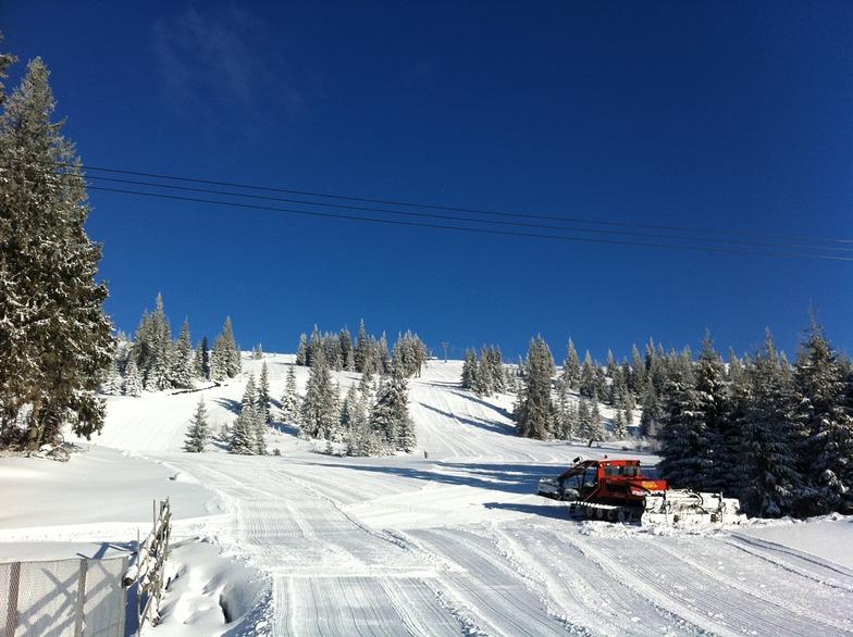 Buscat Ski & Summer Resort snow
