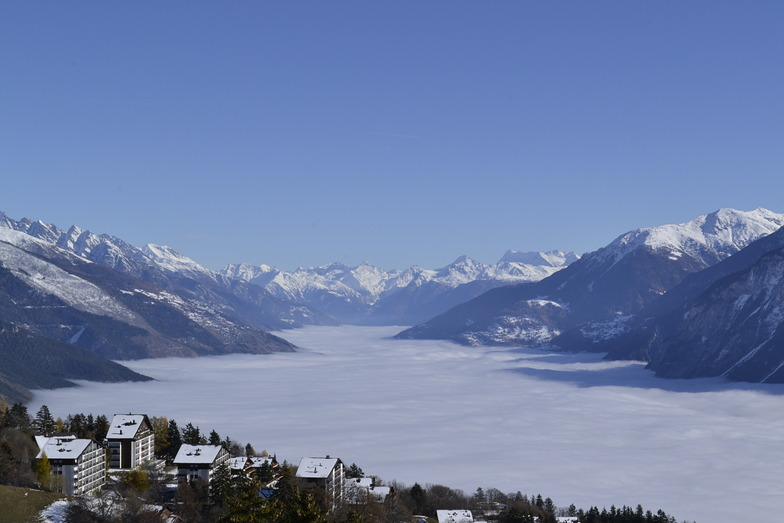 Beautiful day in Crans but not in Sierre!, Crans Montana