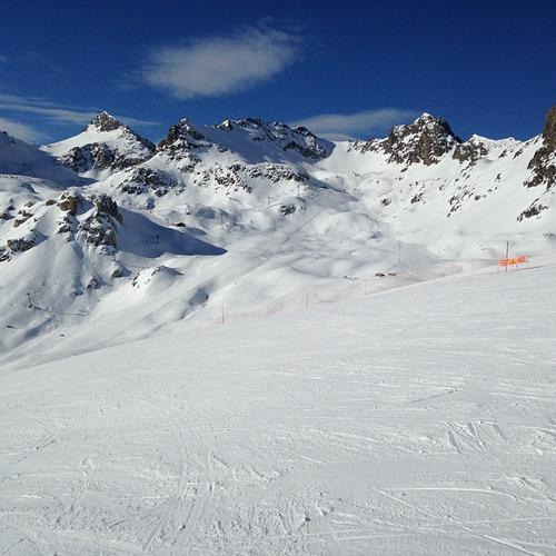 St Moritz Ski Resort by: Chavdar