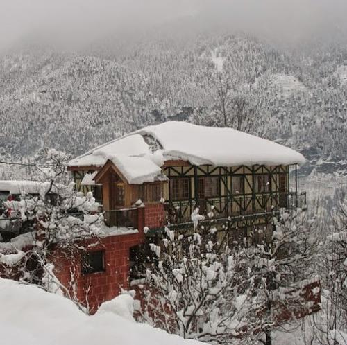 Manali (Himachal Heli-Ski) Ski Resort by: nandlalthakurbell