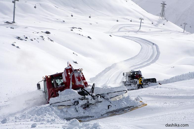 Snowcats grooming the pistes, Mt Elbrus