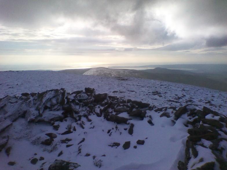 Seefin summit bothy., Seefin (Monavullagh)