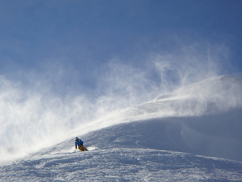 Coast Range Heliskiing snow