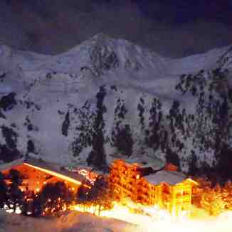 Les arcs at night