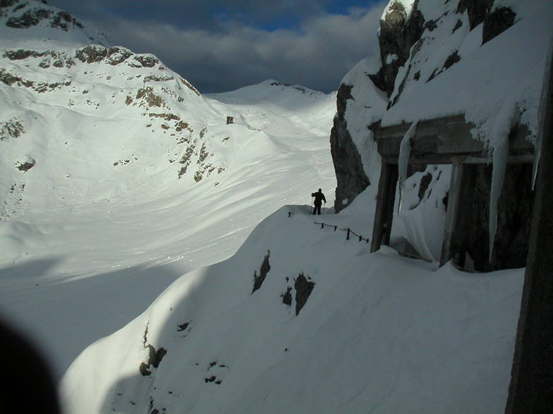 Les crossing the Streule pass above Davos