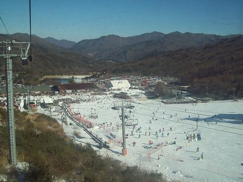 Muju Deogyusan Resort Ski Resort by: Byung Chun,Moon