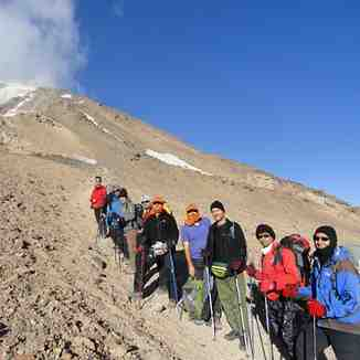 گروه در ابتدای صعود ضلع شرقی4600متر, Mount Damavand