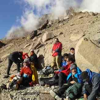 گروه در کنار دره یخار, Mount Damavand