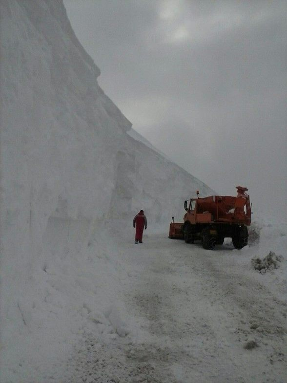 More than 5m of snow on the road to ski center of Falakro 12 march 2015, Falakro Ski Resort