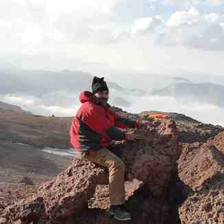 شوخی با اشکال سنگی در ارتفاع 4400متری دماوند, Mount Damavand