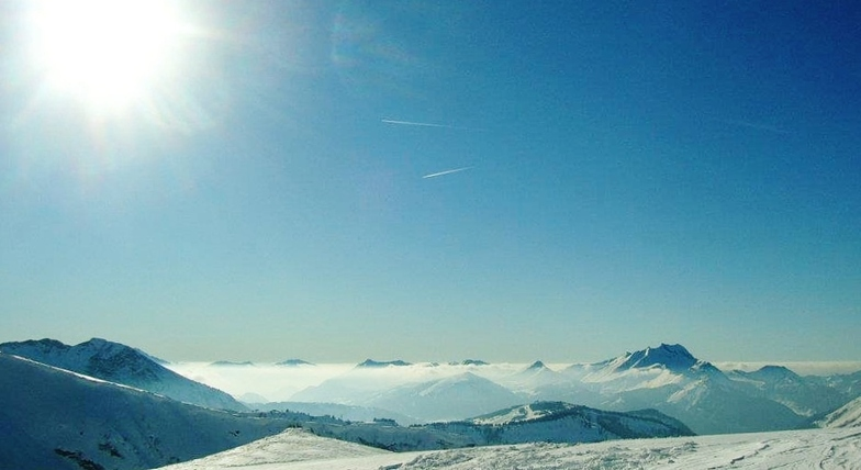 Skiing above the clouds, Avoriaz