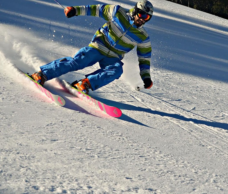 Shreding in-piste! with off piste Skis.., Pamporovo