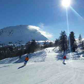 Beautiful sunny pistes at the Croix-de-Coeur area, La Tzoumaz