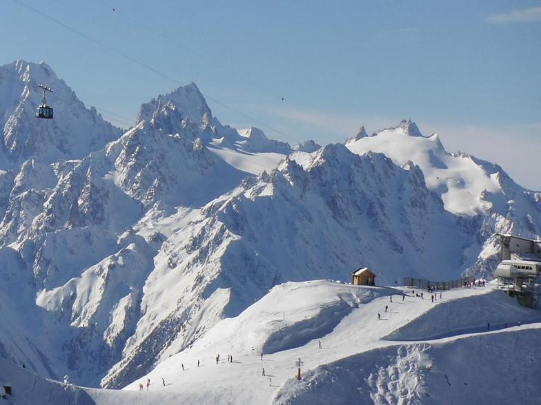 8 minutes in a high-speed telecabin links La Tzoumaz to Verbier's 4-Valleys