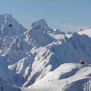 La Tzoumaz Snow: 8 minutes in a high-speed telecabin links La Tzoumaz to Verbier's 4-Valleys
