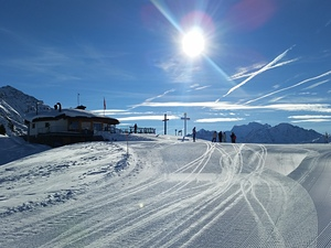 Blue skies and freshly-groomed pistes!, La Tzoumaz photo