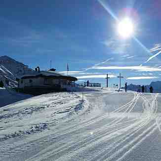 Blue skies and freshly-groomed pistes!, La Tzoumaz
