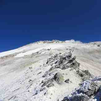 Note: Today marks the 1394 winter ascent of Mount Damavand will be January 18, 2016 Climbers ascend the west side by Araki Subsequently presented photos