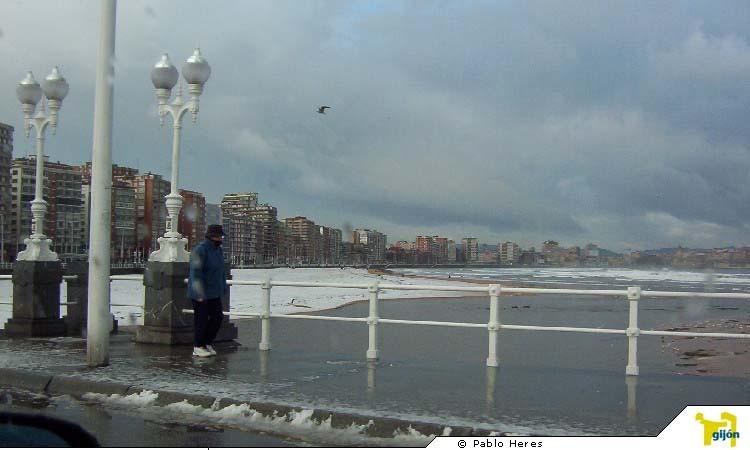 Snow in Playa de San Lorenzo, Gij, Valgrande-Pajares