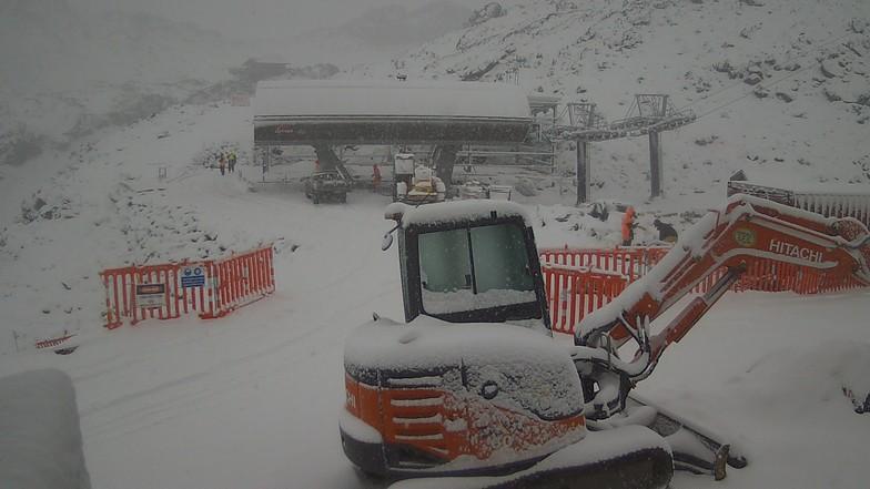 Fresh Snow, Whakapapa