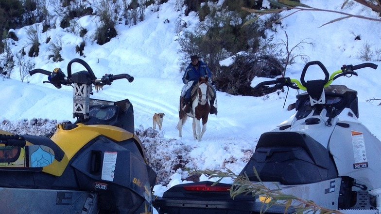 Chilean cowboys & snowmobiles, Alto del Padre