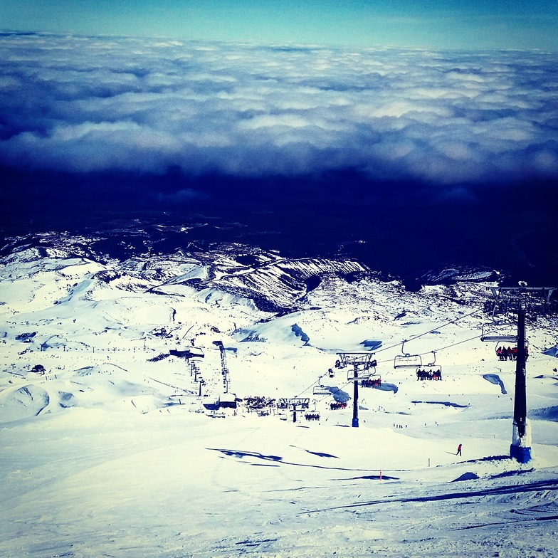 Snowboarding above the clouds, Turoa