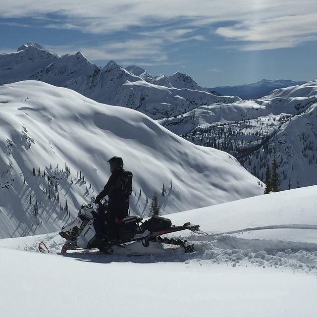 Top of the World Tracks, Mike Wiegele Heli-Skiing Resort