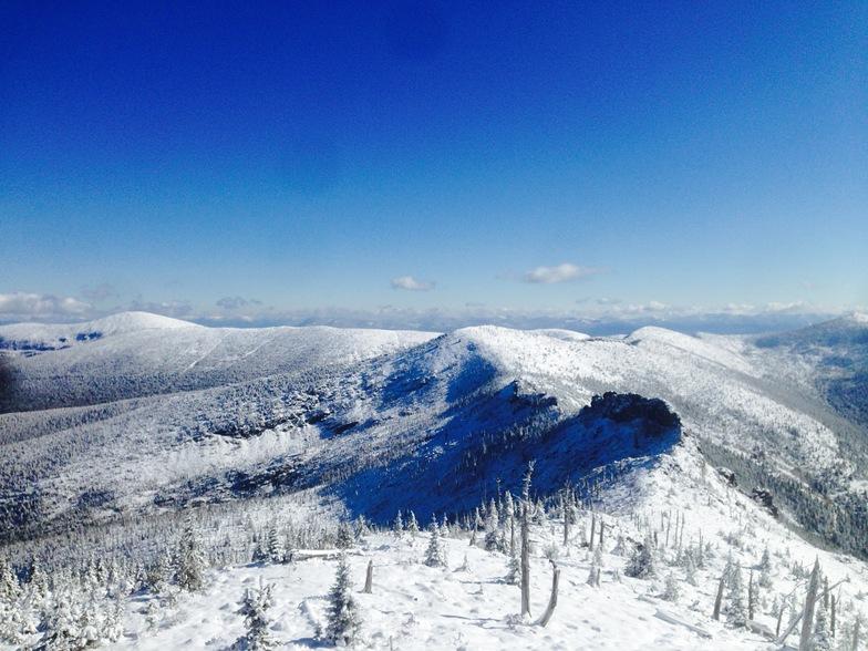 Selkirk Powder Heli-skiing Terrain shot sample