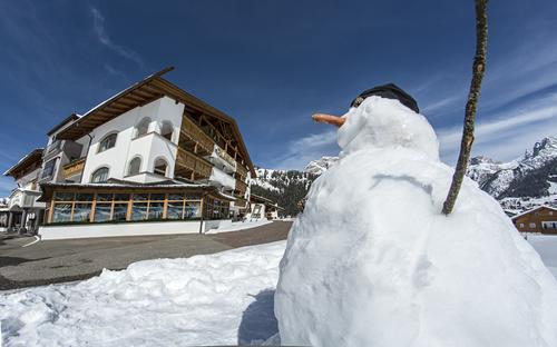 Val Gardena Ski Resort by: Gabriela