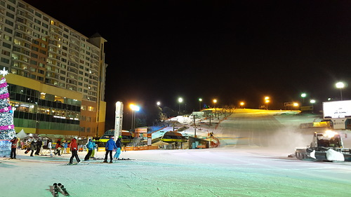 Welli Hilli Park Ski Resort by: Byung Chun,Moon
