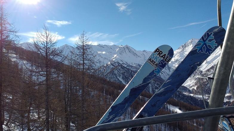 mountains on ski, Prali