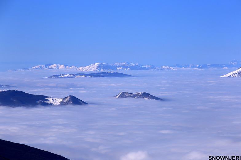 Peaks above cloud ocean, Brezovica