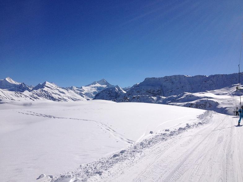 Panorama of blue run in Grimentz
