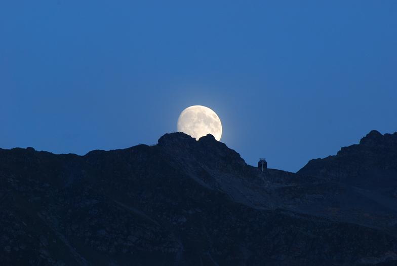 Sommet du Gypaete et pleine lune, Les 7 Laux