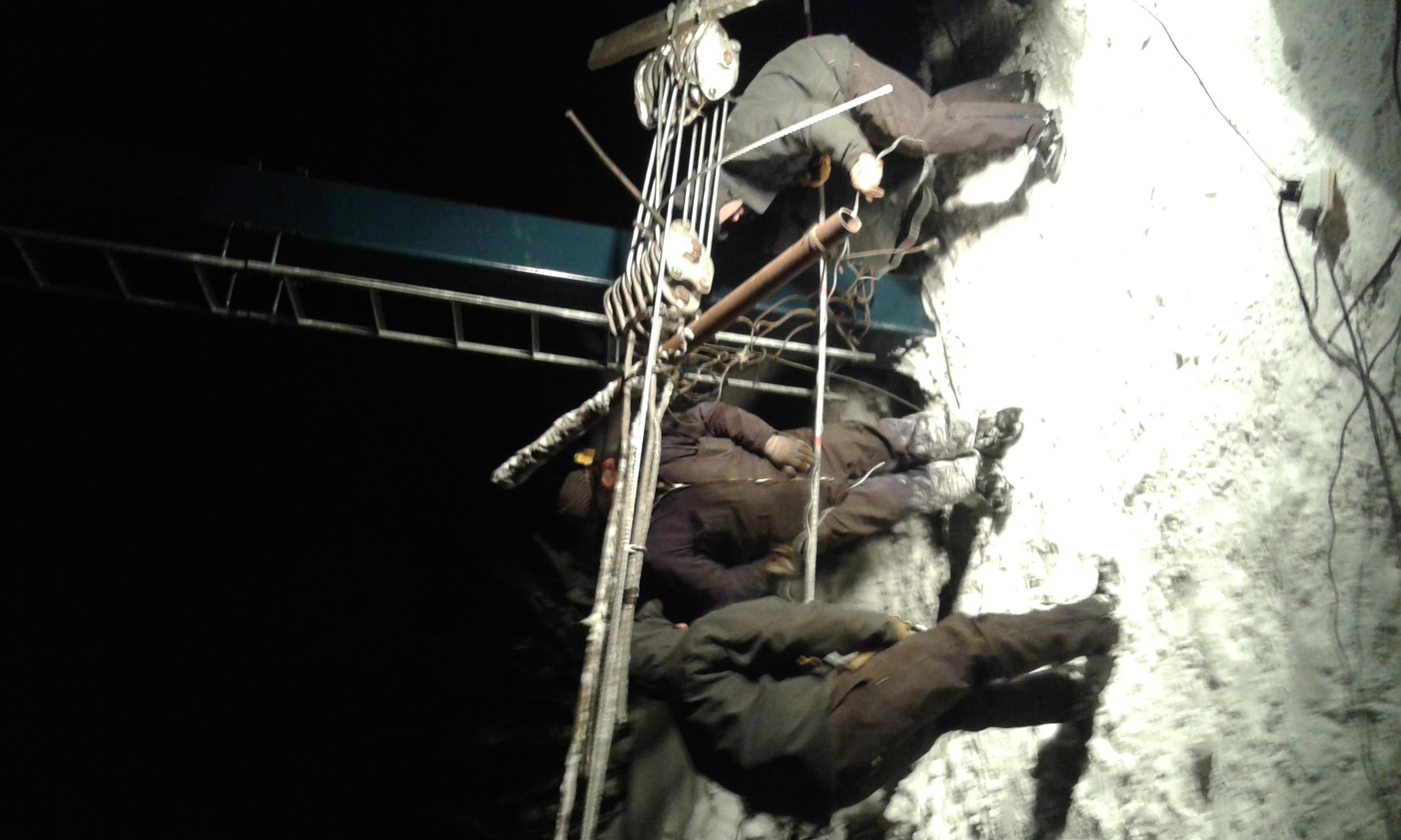 Empalme de cable en la madrugada, Perito Moreno