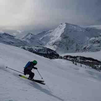 Heli Skiing at Silvertip!, Silvertip Lodge & Heli-Skiing