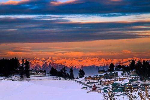 Gulmarg Ski Resort by: javed.reshi