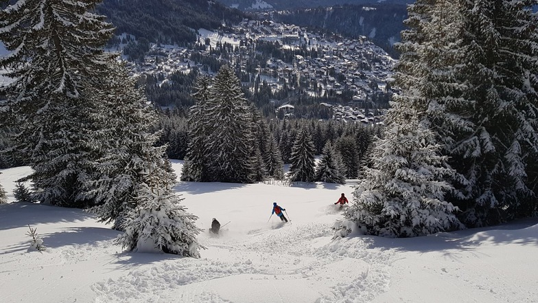 Villars at the buttom at the slope