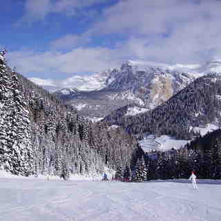 Skiing from Plan de Gralba, Val Gardena