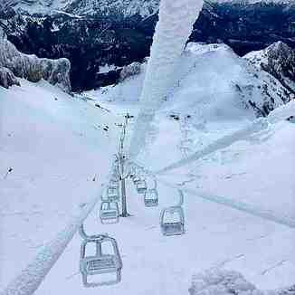 Frozen chairlift, Leysin
