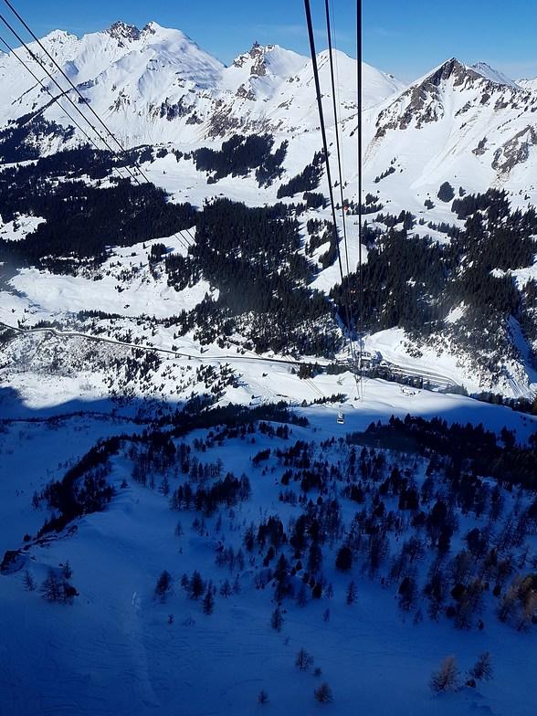 Gstaad Glacier 3000 snow