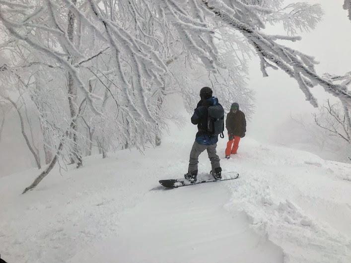 Heading down the ridge, Rusutsu Resort