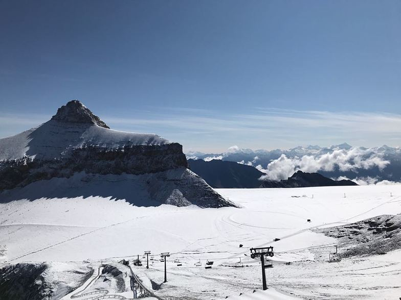 First snowfall, Gstaad Glacier 3000