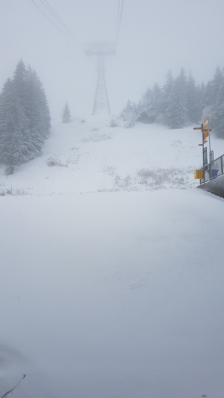 First snow, Gstaad Glacier 3000