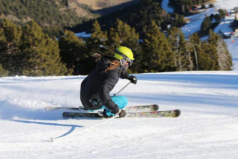 "Skiing on ""La quatre"" in December 2018, Espot Esquí"