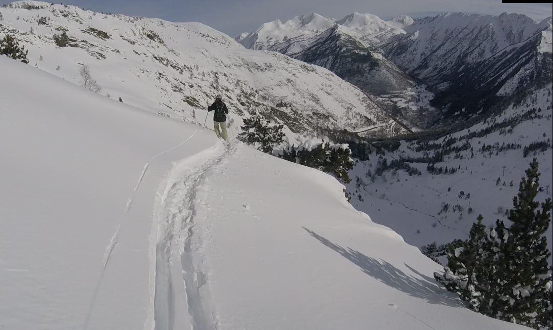 Skiing powder with the Pic de Certascan (2853m) watching, Tavascan - Pleta del Prat