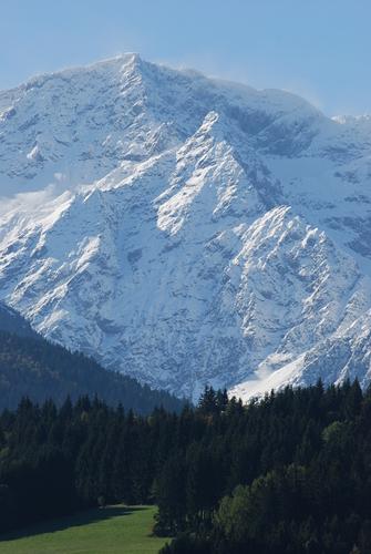 Les 7 Laux Ski Resort by: antony